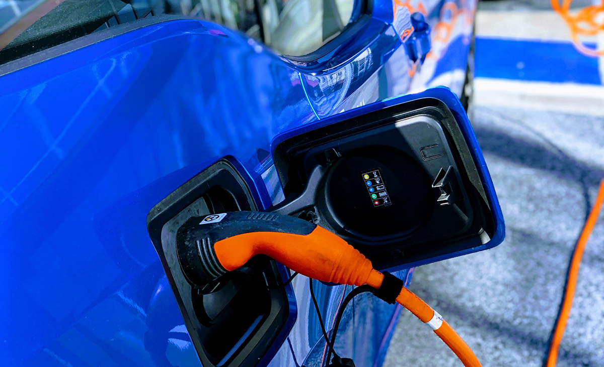 lithium-ion-battery-charging-car
